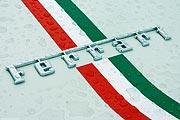 Ferrari Logo - Schriftzug - weiss - Regen